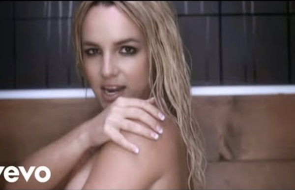 Britney Spears - Womanizer (Director's Cut) (Canada Version)