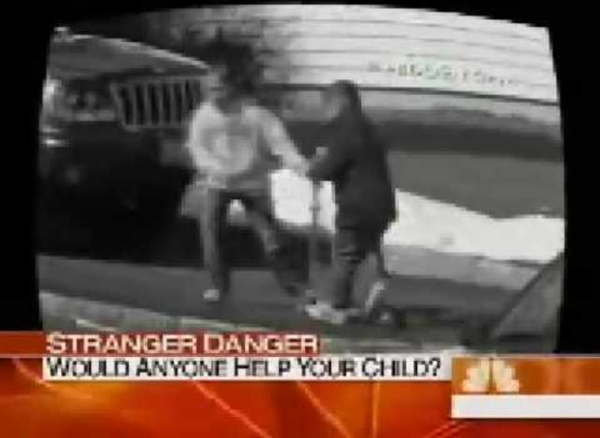 Video: Bystander Effect - People Watch a Girl Being Abducted