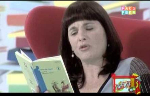 """Cuentos: Mariana Briski lee """"El rey que no quería bañarse"""" de Ema Wolf - Canal Pakapaka"""