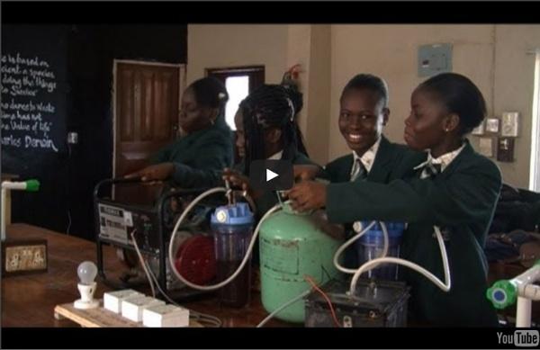 Nigeria: de l'électricité grâce à de l'urine, l'idée de génie d'une collégienne
