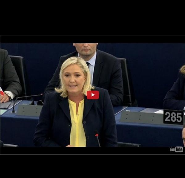 """Marine Le Pen traite François Hollande de """"vice-chancelier"""" d'Angela Merkel"""
