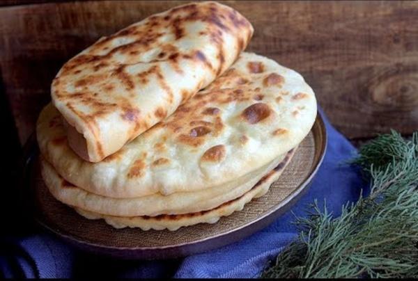 Pain au fromage super rapide sans levure et cuit à la poele