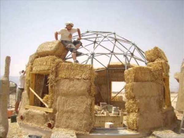 #5 How to Build a Geodesic Strawbale Dome - Placing the Bales