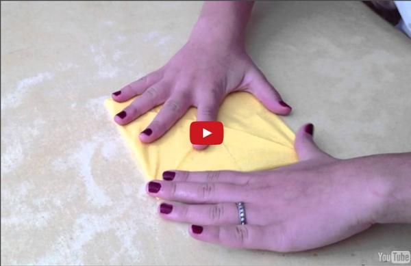 Faire un nénuphar en origami - Idée pliage serviette de table