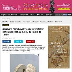 Abraham Poincheval vient de s'installer dans un rocher au milieu du Palais de Tokyo
