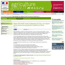 MAAF 20/01/15 Régis HOCHART remet à Stéphane LE FOLL son rapport sur le devenir de la production fruitière en France