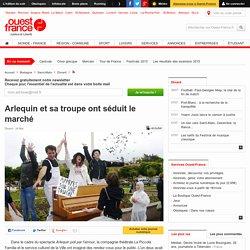 Ouest France : Arlequin et sa troupe ont séduit le marché