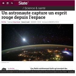 Un astronaute capture un esprit rouge depuis l'espace