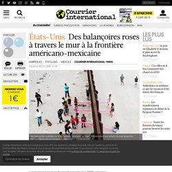 Des balançoires roses à travers le mur à la frontière américano-mexicaine