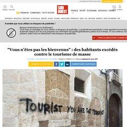 """""""Vous n'êtes pas les bienvenus"""": des habitants excédés contre le tourisme de masse"""