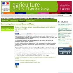 MAAPRAT 20/04/11 Bruno Le Maire a reçu le rapport du député Antoine Herth sur le biocontrôle