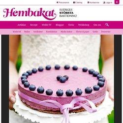 Blåbärsmoussetårta med browniebotten