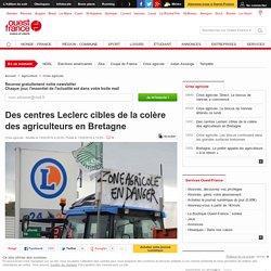 Des centres Leclerc cibles de la colère des agriculteurs en Bretagne