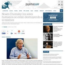 Noam Chomsky: los seres humanos se están destruyendo a sí mismos