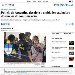 A transição argentina: Polícia da Argentina desaloja a entidade reguladora dos meios de comunicação