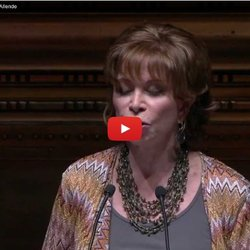 ▶ Conferencia Magistral con Isabel Allende