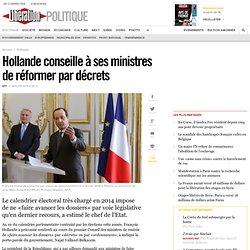 Hollande conseille à ses ministres de réformer par décrets
