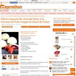 Dôme croquant de chocolat blanc à la mousse de fruits rouges et coeur de fraise : Recette de Dôme croquant de chocolat blanc à la mousse de fruits rouges et coeur de fraise