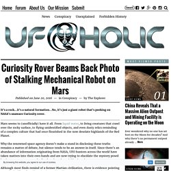 Curiosity Rover Beams Back Photo of Stalking Mechanical Robot on Mars - UFOholic.com