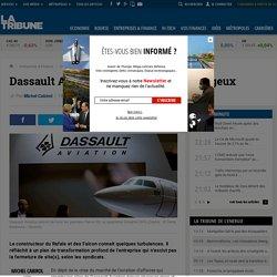 Dassault Aviation vole dans un ciel orageux
