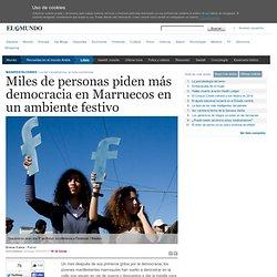 Miles de personas piden más democracia en Marruecos en un ambiente festivo
