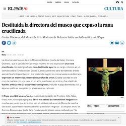 Destituida la directora del museo que expuso la rana crucificada