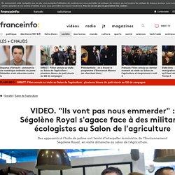 """""""Ils vont pas nous emmerder"""" : Ségolène Royal s'agace face à des militants écologistes au Salon de l'agriculture"""