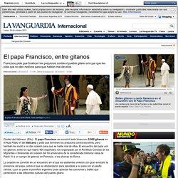 El papa Francisco, entre gitanos