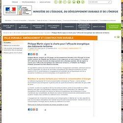 Philippe Martin signe la charte pour l'efficacité énergétique des bâtiments tertiaires