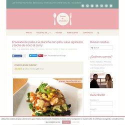Ensalada de pollo a la plancha con piña, salsa agridulce y leche de coco al curry - Recetas de Escándalo