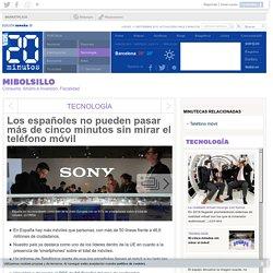 Los españoles no pueden pasar más de cinco minutos sin mirar el teléfono móvil