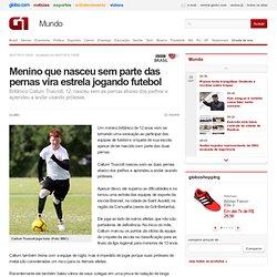Menino que nasceu sem parte das pernas vira estrela jogando futebol
