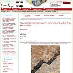 Relais de dykes mimant des failles transformantes, lit de la Sand River, Afrique du Sud