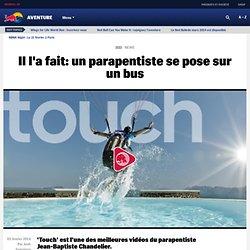 Il l'a fait: un parapentiste se pose sur un bus