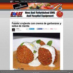 Falafel crujiente con crema de garbanzos y salsa de menta