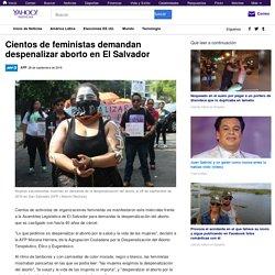 Cientos de feministas demandan despenalizar aborto en El Salvador