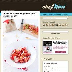 Salade de fraises au parmesan et pignons de pin