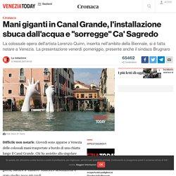 "Mani giganti in Canal Grande, l'installazione ""sorregge"" Ca' Sagredo"