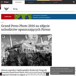 5 V: Grand Press Photo 2016 za zdjęcie uchodźców opuszczających Pireus - Kraj