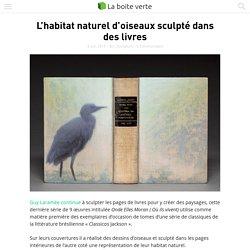 L'habitat naturel d'oiseaux sculpté dans des livres