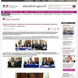 Cyber-harcèlement : signature d'une convention avec l'association e-enfance