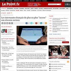 """Les internautes français de plus en plus """"accros"""" aux réseaux sociaux"""