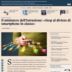 Il ministero dell'Istruzione: «Stop al divieto di smartphone in classe»