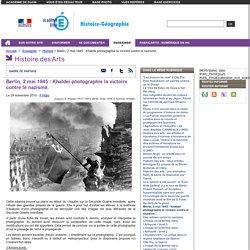 Berlin, 2 mai 1945 : Khaldei photographie la victoire contre le nazisme.