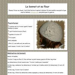 Le bonnet blanc et sa fleur