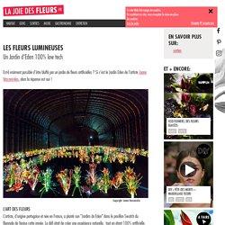Joana Vasconcelos (1971 -). Jardin d'Eden. 2015. Installation avec fleurs en plastique, ampoules, disques transparents, micromoteurs.