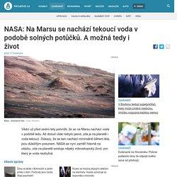 NASA: Na Marsu se nachází tekoucí voda v podobě solných potůčků. A možná tedy i život