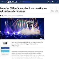 Jean-Luc Mélenchon arrive à son meeting en jet-pack photovoltaïque