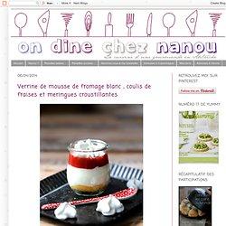 Verrine de mousse de fromage blanc , coulis de fraises et meringues croustillantes