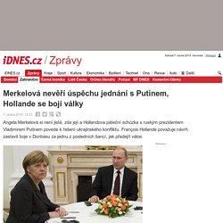 Merkelová nevěří úspěchu jednání s Putinem, Hollande se bojí války